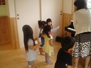 皆で、楽しく踊ったり、歌もたくさん歌ったね)^o^(